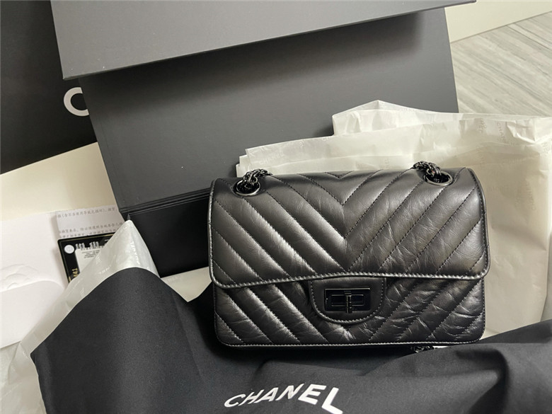 All black的Chanel2.55mini